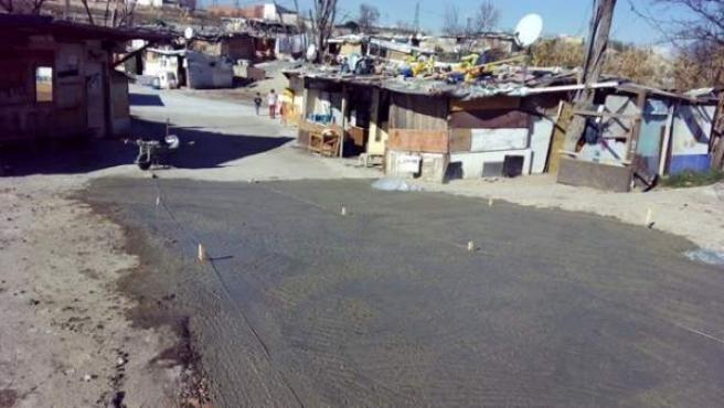 Una de las vías asfaltadas recientemente en el poblado de El Gallinero.