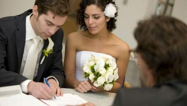 Imagen de archivo de una boda civil.