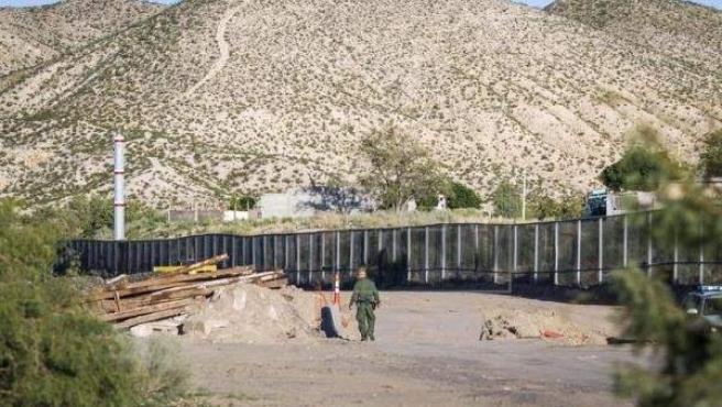 Fragmento de un muro de acero construido en la localidad de Sunland Park, Nuevo México (EE UU), en la frontera con México.