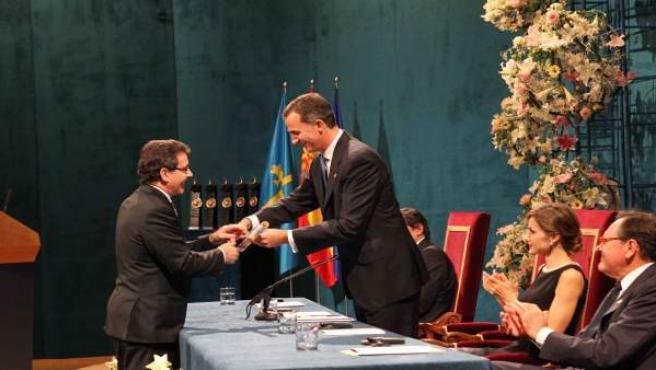 Etayo recibe del Rey Felipe VI el Premio Princesa de Asturias de la Concordia