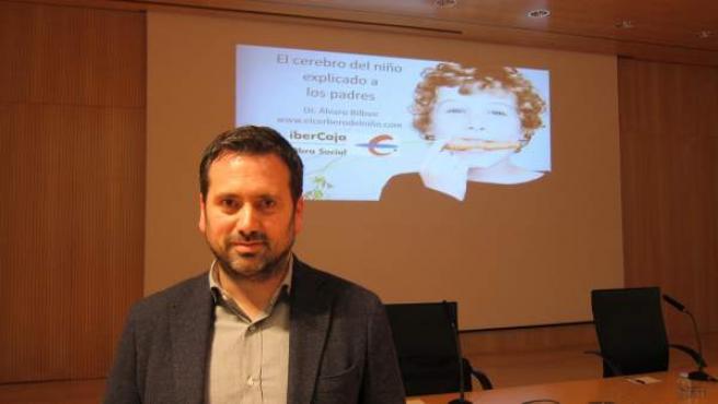 El neuropsicólogo Álvaro Bilbao en el Patio de la Infanta de Zaragoza.