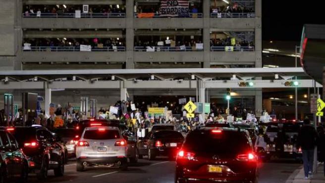 Protestas en el aeropuerto JFK de Nueva York.