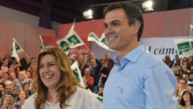 Susana Díaz y Pedro Sánchez, en un acto de la campaña electoral en 2015.