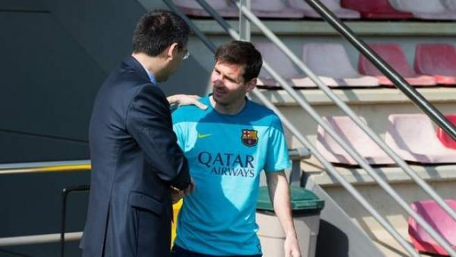 Josep Maria Bartomeu y Messi en la ciudad deportiva Joan Gamper antes del inicio de las vacaciones de Leo Messi.