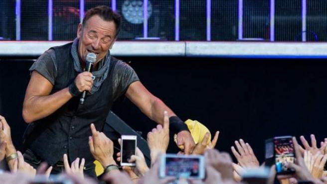 Bruce Springsteen durante un concierto en Suecia.