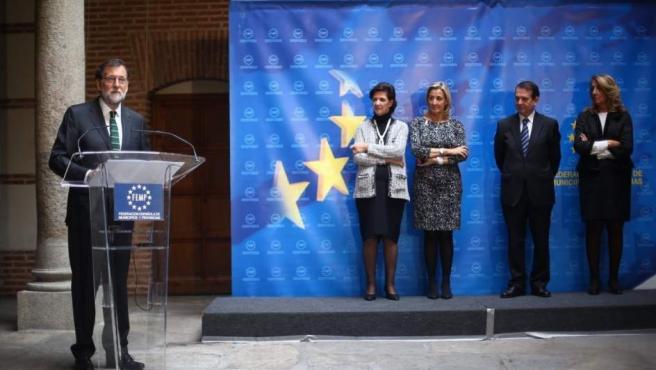 Rajoy ensalza a Rita Barberá en un acto de la Federación de Municipios y Provincias al que acudió la familia de la exalcaldesa fallecida.