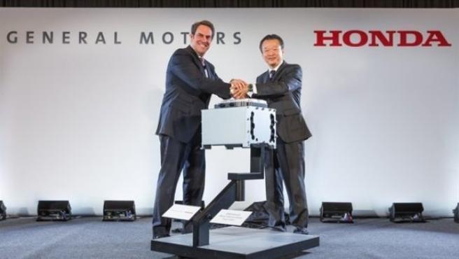 Desde el acuerdo de colaboración iniciado en julio de 2013, Honda y GM han estado trabajando conjuntamente por este desarrollo del sistema de pila de combustible de hidrógeno.
