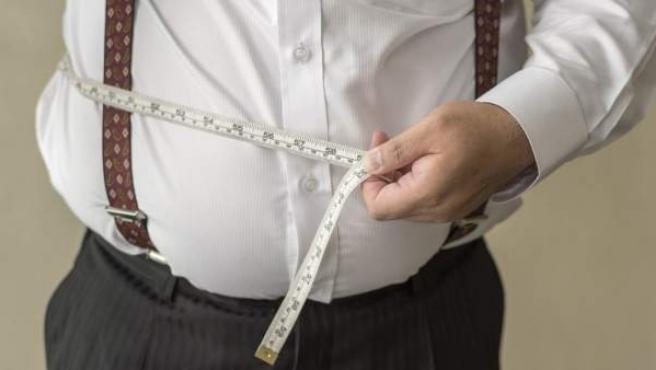 Un hombre con sobrepeso, en una imagen de archivo.