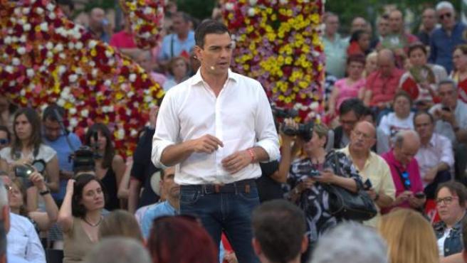Pedro Sánchez interviene en un mitin electoral.