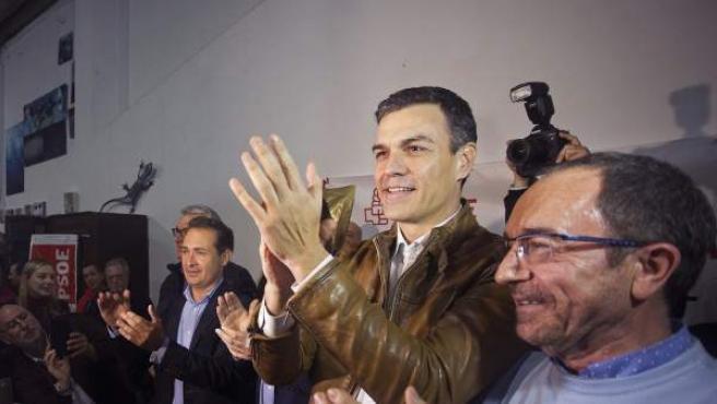 El exsecretario general del PSOE Pedro Sánchez (2d).