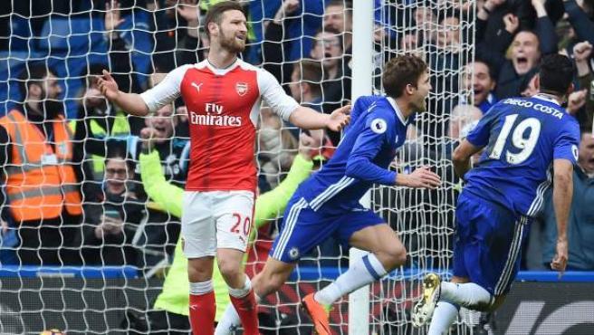 El defensa del Chelsea Alonso celebra su gol ante el Arsenal.