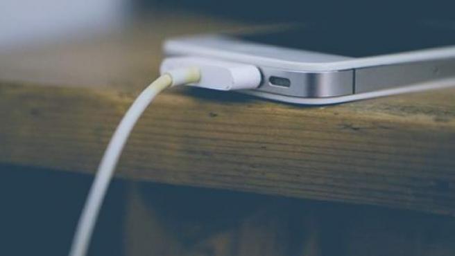 La forma en que cargamos el móvil influye en su vida útil.