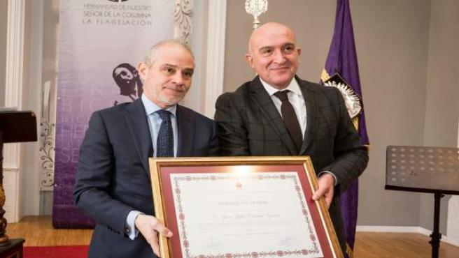 Carnero recibe el título de Hermano de Honor