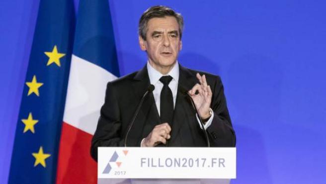 El ex primer ministro francés y candidato conservador a la Presidencia, François Fillon, en una rueda de prensa para esclarecer su relación con los casos de corrupción de los que se le acusan.
