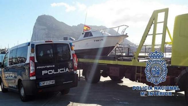 Embarcación intervenida por la Policía Nacional