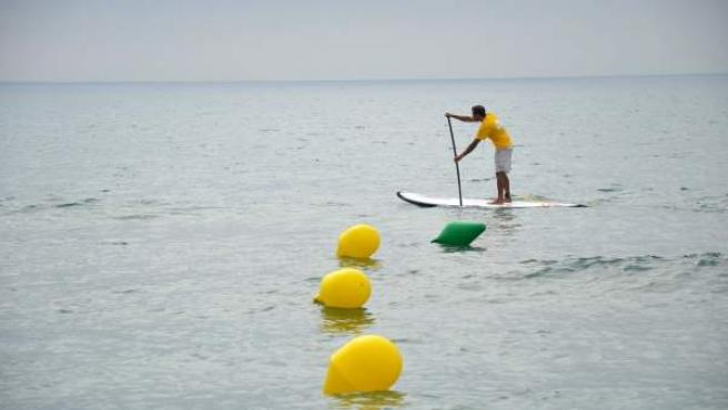 Paddel Surf en la playa de fuengirola (Málaga) deporte náutico