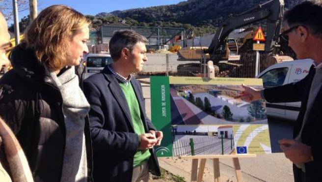 Obras del punto limpio de recogida de residuos de Ubrique