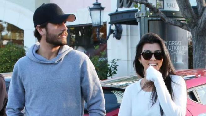 La pareja paseando por Calabasas, California.