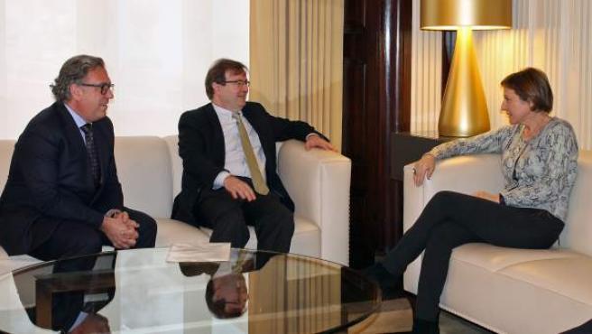 Reunión de los portavoces de la plataforma Portes Obertes del Catalanisme con la presidenta del Parlament, Carme Forcadell.
