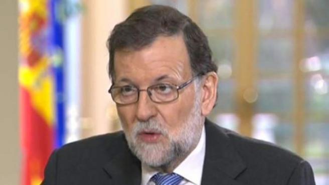 El presidente del Gobierno y del PP, Mariano Rajoy, en una entrevista en TVE.