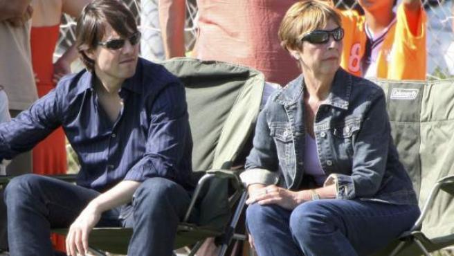 Katie Holmes, Tom Cruise y la madre de éste, Mary Lee Sur, en una imagen de 2006.