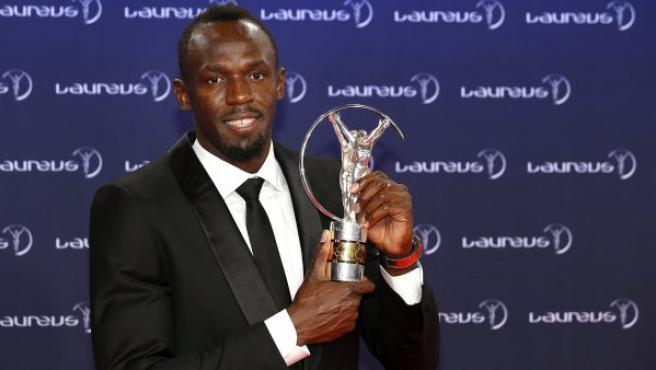 El atleta jamaicano Usain Bolt recibe el premio Deportista del Año, durante los Laureus en Mónaco.