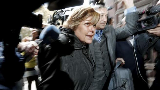La exconsellera de Turismo Milagrosa Martínez, a su llegada este miércoles al TSJ valenciano para conocer si ingresa o no en prisión tras la sentencia de la pieza sobre Fitur del caso Gürtel.