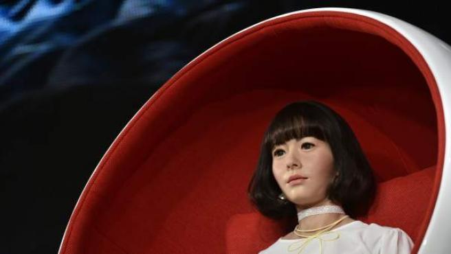 El humanoide interactivo Android llamado Androidol U ha sido presentado durante un evento en Tokio (Japón).