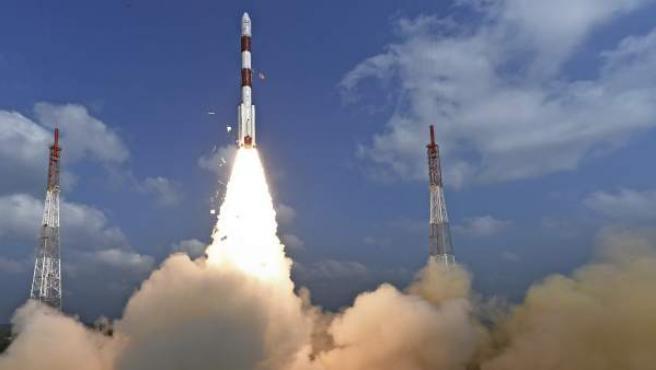 Momento del lanzamiento de los 104 satélites.