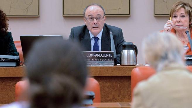 El gobernador del Banco de España, Luis María Linde, en su comparecencia en la Comisión del Pacto de Toledo.