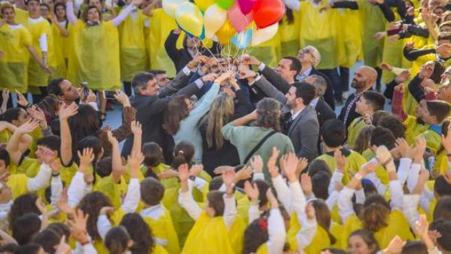 La suelta de globos en memoria de los fallecidos ha sido un momento muy emotivo.