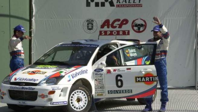 El piloto español Carlos Sainz -d- (Ford Focus) y Luis Moya, en una imagen de archivo.