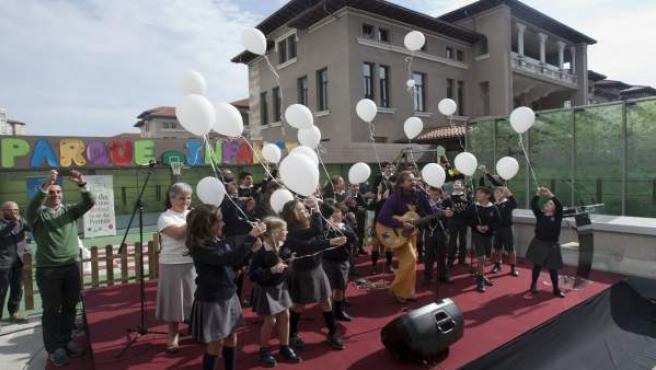 Buscando Sonrisas. Inauguración parque infantil de Valdecilla