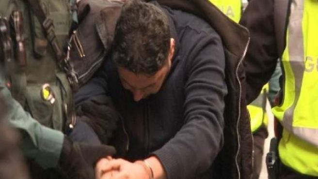 La Guardia Civil detiene en Bilbao a un hombre de nacionalidad argelina acusado de adoctrinamiento yihadista.
