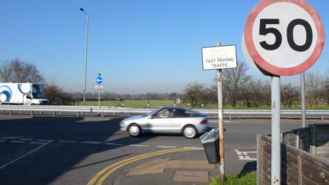 Los cruces inteligentes podrían avisar a los conductores que circulan por la vía principal ante cruces conflictivos.