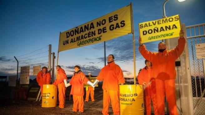 Acción de Greenpeace en contra del proyecto de Gas Natural-Fenosa para Doñana.
