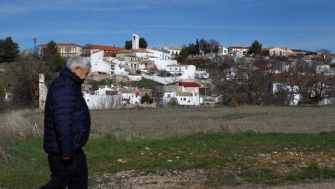 El pulso entre el modo de vida rural y urbana ya parece perdido para los habitantes de Torrejoncillo del Rey y sus pedanías, un pueblo eminentemente agrícola en la Alcarria conquense. El último año restó un 24% de sus vecinos al padrón.
