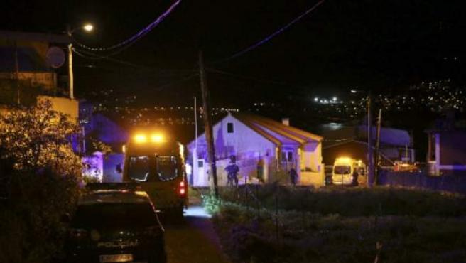 La vivienda en Chapela, Pontevedra, cuya deflagración aparentemente intencionada investiga la Policía.