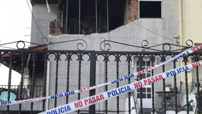 La vivienda en Chapela (Pontevedra), donde fallecieron una mujer y el hombre que fuera su pareja, a causa de una explosión de gas.