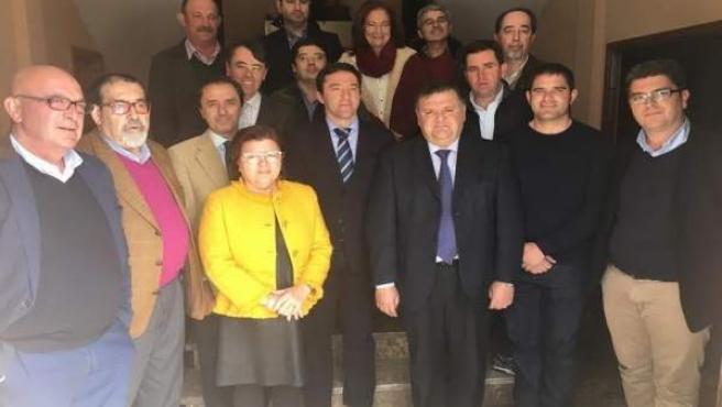 Domínguez (centro), durante su visita