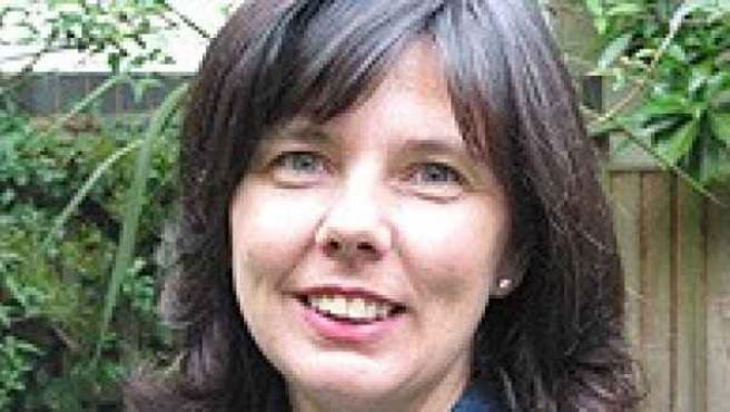 La escritora británica Helen Bailey