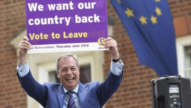 """El exlíder del Partido de la Independencia del Reino Unido (UKIP) y figura clave de la campaña del """"brexit, Nigel Farage."""