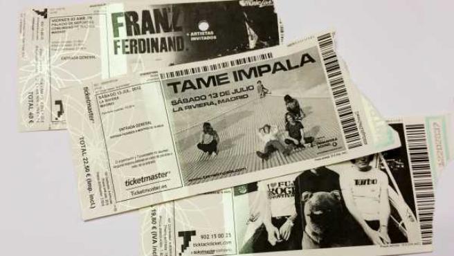 Varias entradas de conciertos.