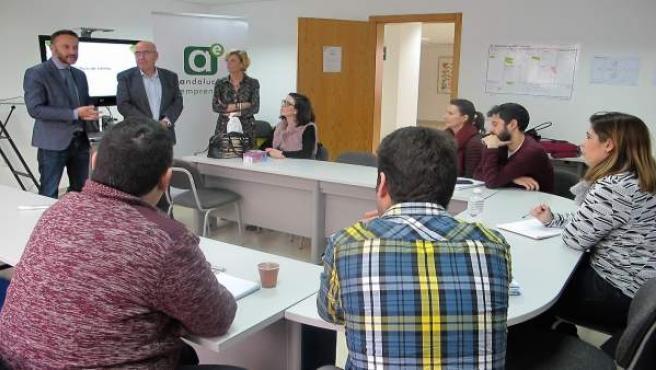 El delegado de Economía en Almería, Miguel Ángel Tortosa, en un taller del CADE