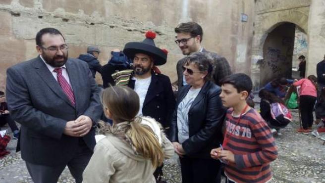 Acto del colegio Gómez Moreno contra las pintadas en el Albaicín