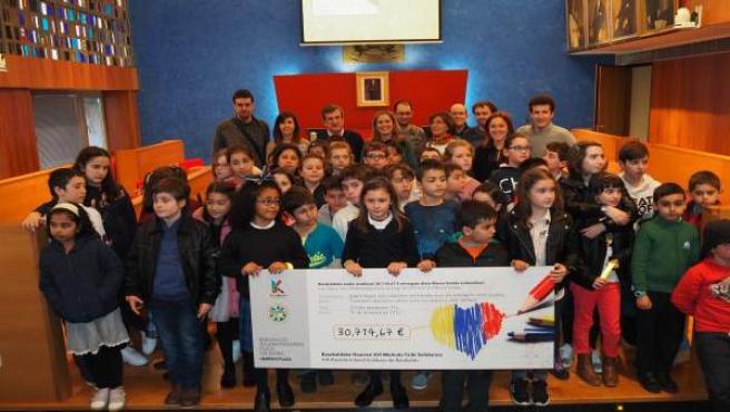 Entrega del cheque solidario en Barakaldo