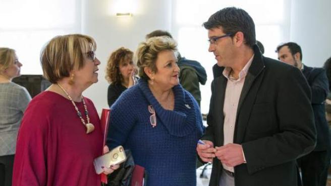 La diputada Mercedes Berenguer amb el president Jorge Rodríguez i la diputada Conxa García.