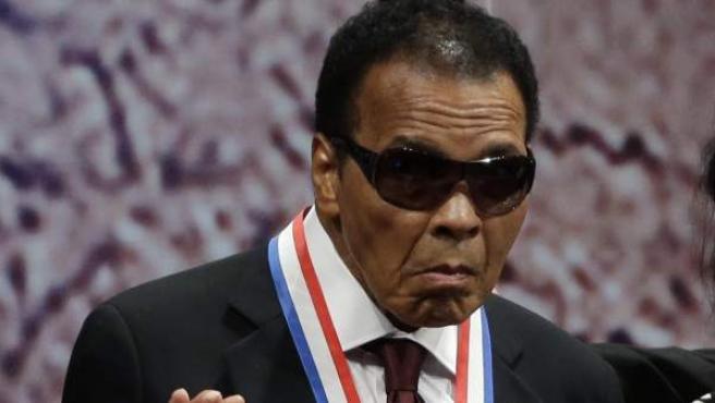 Imagen datada de 2012 del mítico boxeador Muhammad Ali.