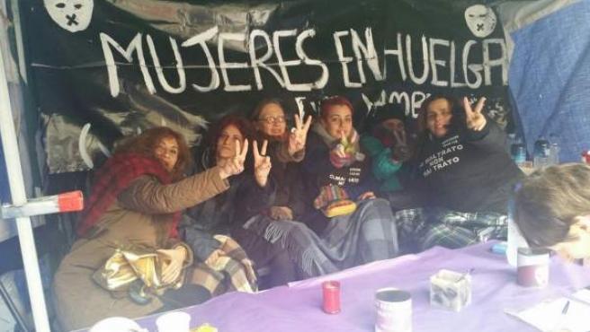 Mujeres en huelga de hambre en la Puerta del Sol.