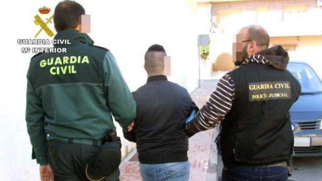 Imagen de archivo de una detención llevada a cabo por agentes de la Guardia Civil.